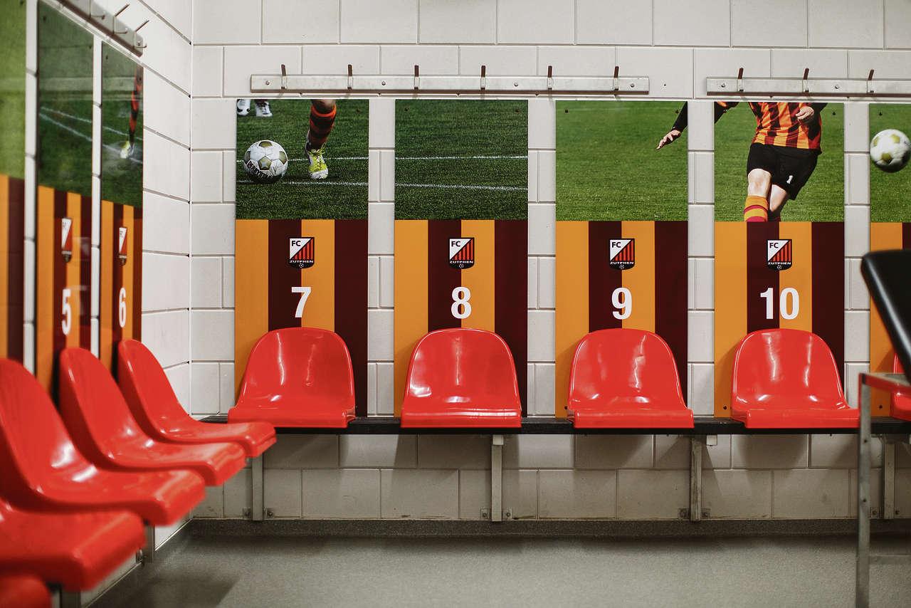 De kleedkamer van voetbalclub fc zutphen waar rowen bats 12 voetbalde nrc handelsblad van - Grote kleedkamer ...