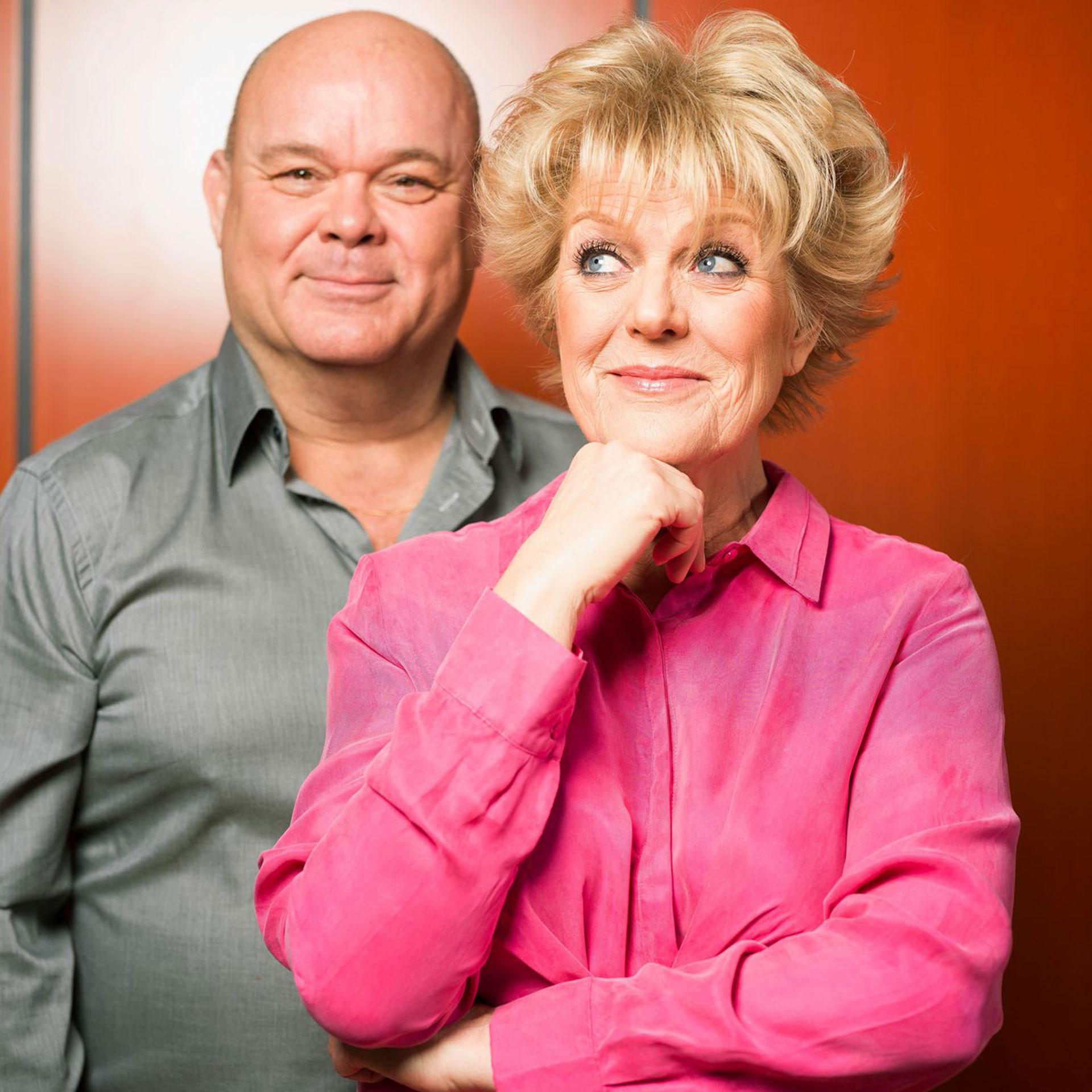 Paul de Leeuw en Simone Kleinsma. Fotografie Merlijn Doomernik.