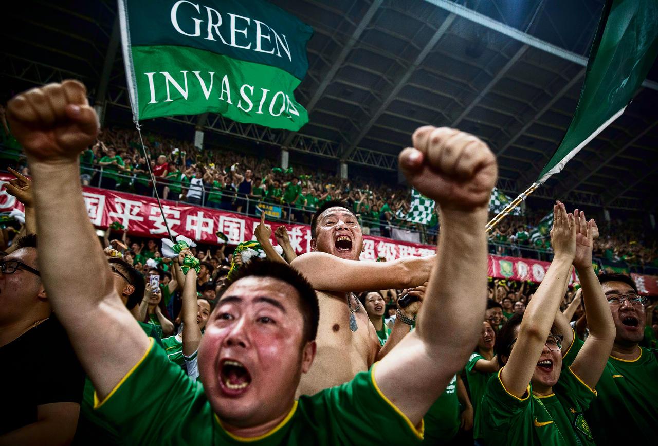 voetbal supporter Soppen met een Chinese