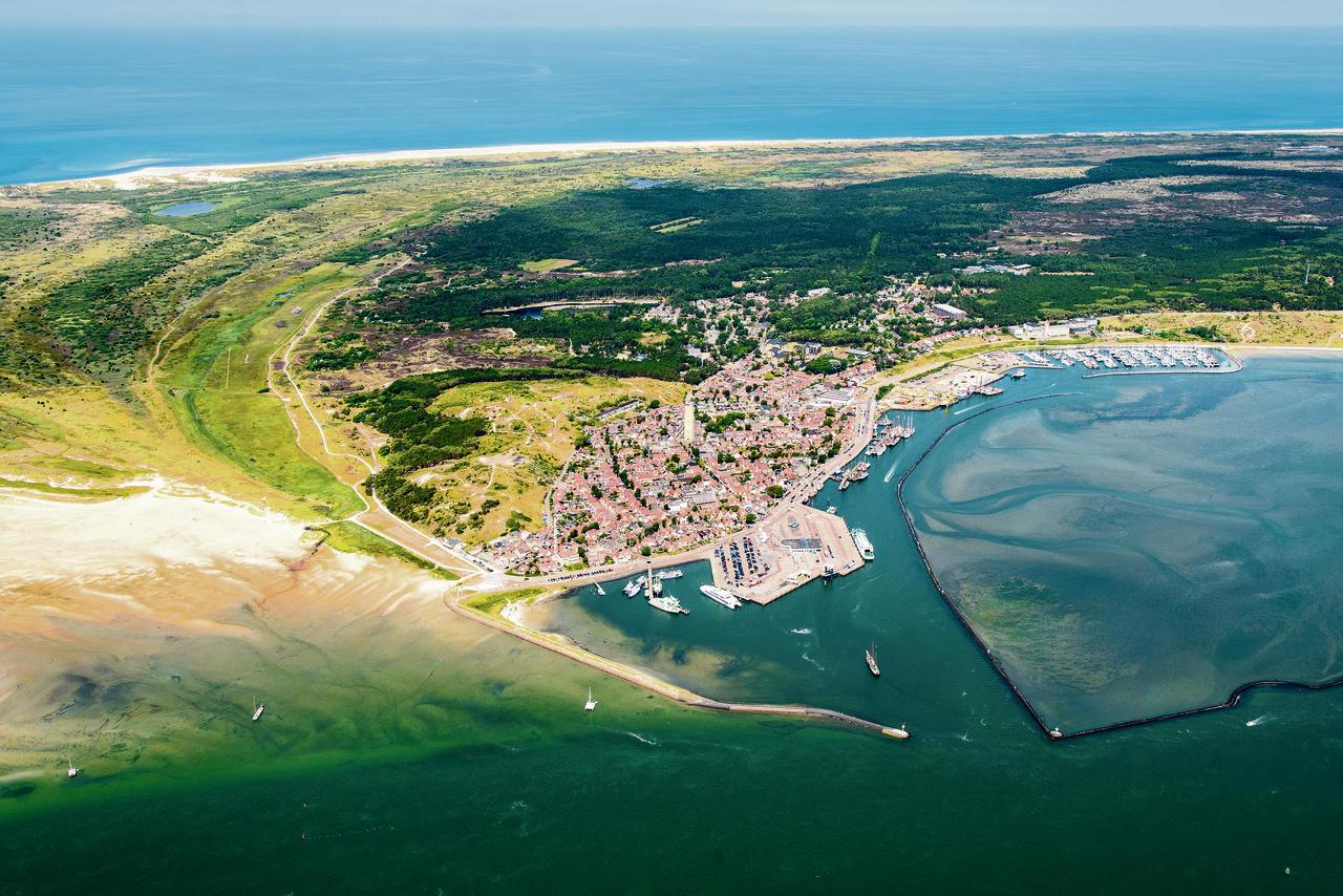 Terschelling wil bouwen aan de mooiste baai van nederland nrc handelsblad van dinsdag 22 - Planter uitzicht op de baai ...