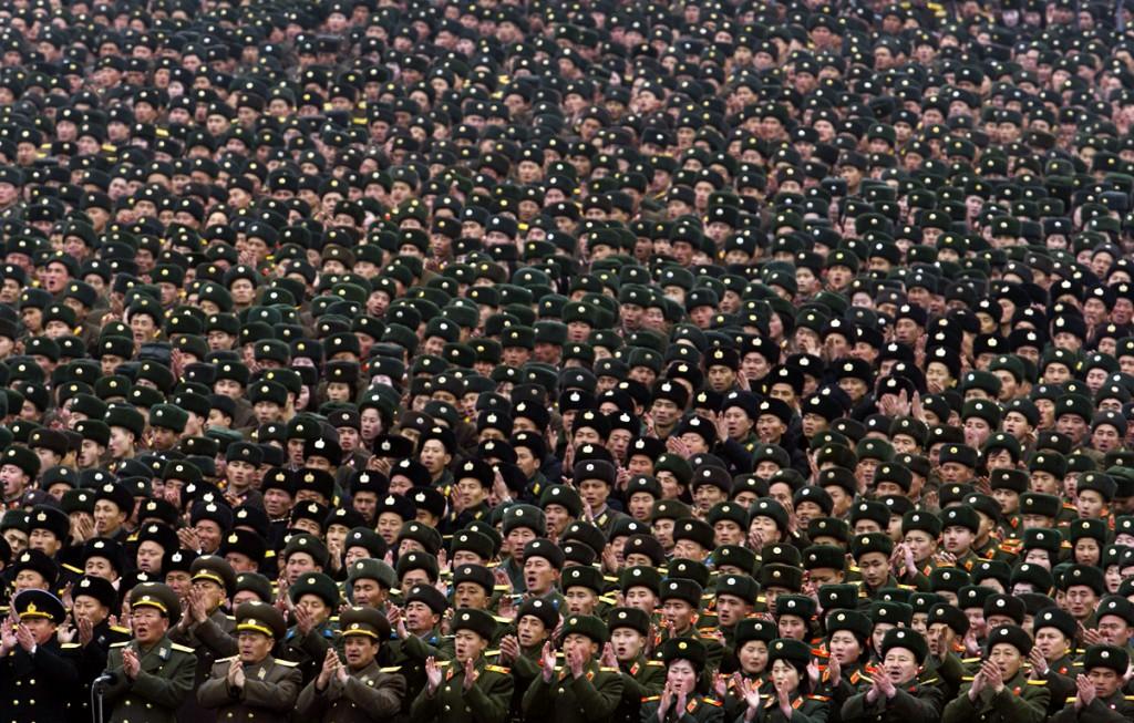 Honderdduizenden mensen zijn verzameld op het plein.