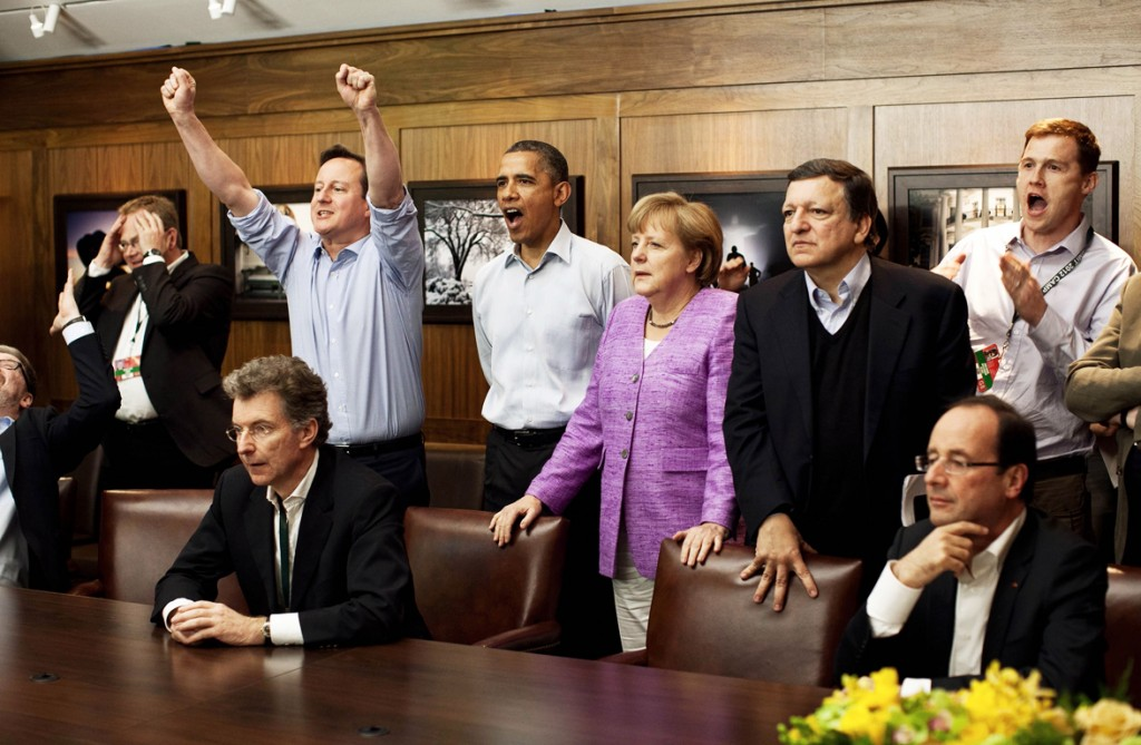 RNPS IMAGES OF THE YEAR 2012 - Prime Minister David Cameron of Britain (centre L-R) , President Barack Obama, Chancellor Angela Merkel of Germany, Jose Manuel Barroso, President of the European Commission, and others watch the overtime shootout of the Chelsea vs. Bayern Munich Champions League final in the Laurel Cabin conference room during the G8 Summit at Camp David, Maryland, May 19, 2012. REUTERS/White House/ Pete Souza/POOL (UNITED STATES - Tags: POLITICS SPORT SOCCER TPX IMAGES OF THE DAY)