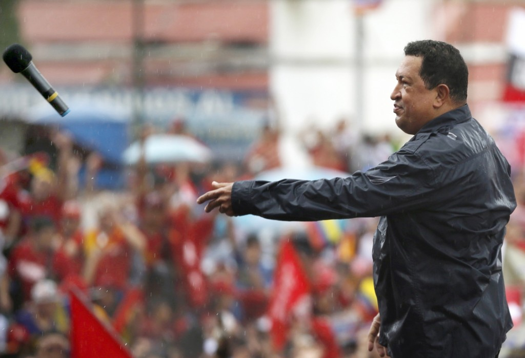 RNPS IMAGES OF THE YEAR 2012 - Venezuela's President and presidential candidate Hugo Chavez throws his microphone after speaking during his closing campaign rally in Caracas October 4, 2012. REUTERS/Jorge Silva (VENEZUELA - Tags: POLITICS ELECTIONS)