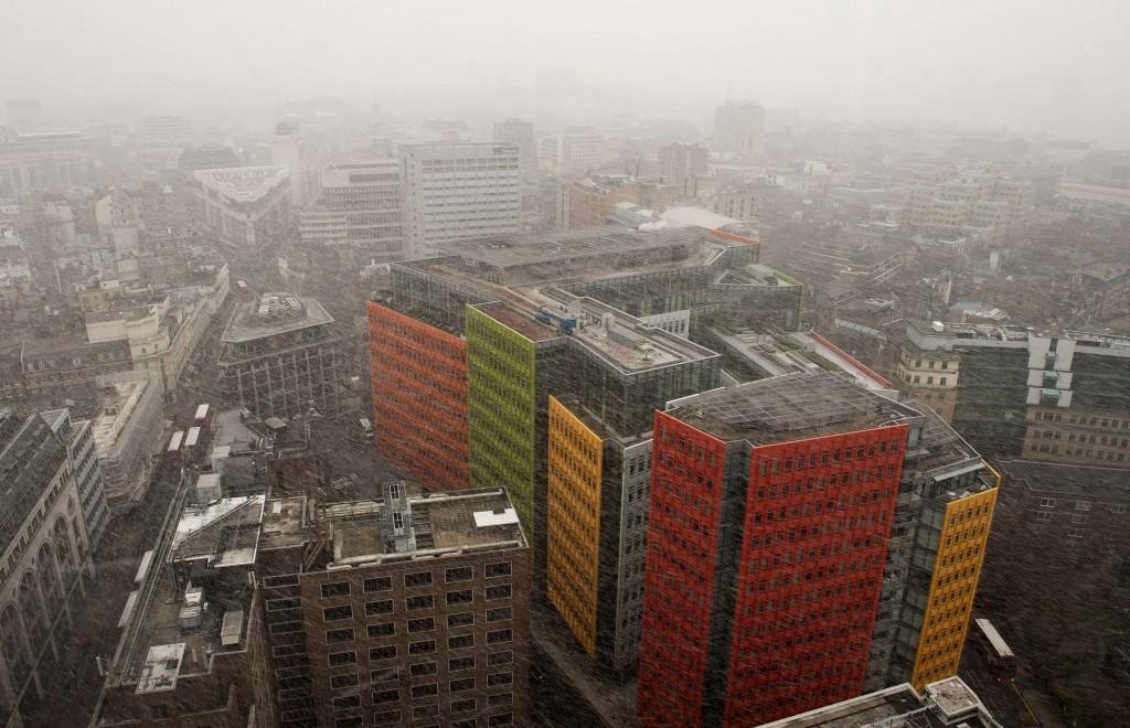 Sneeuw valt over Londen.