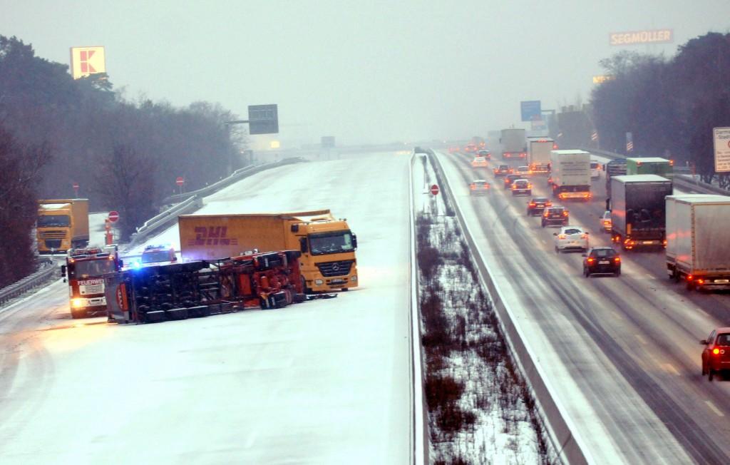 Een vrachtwagenongeluk op een snelweg bij Weiterstadt, in het Westen van Duitsland.