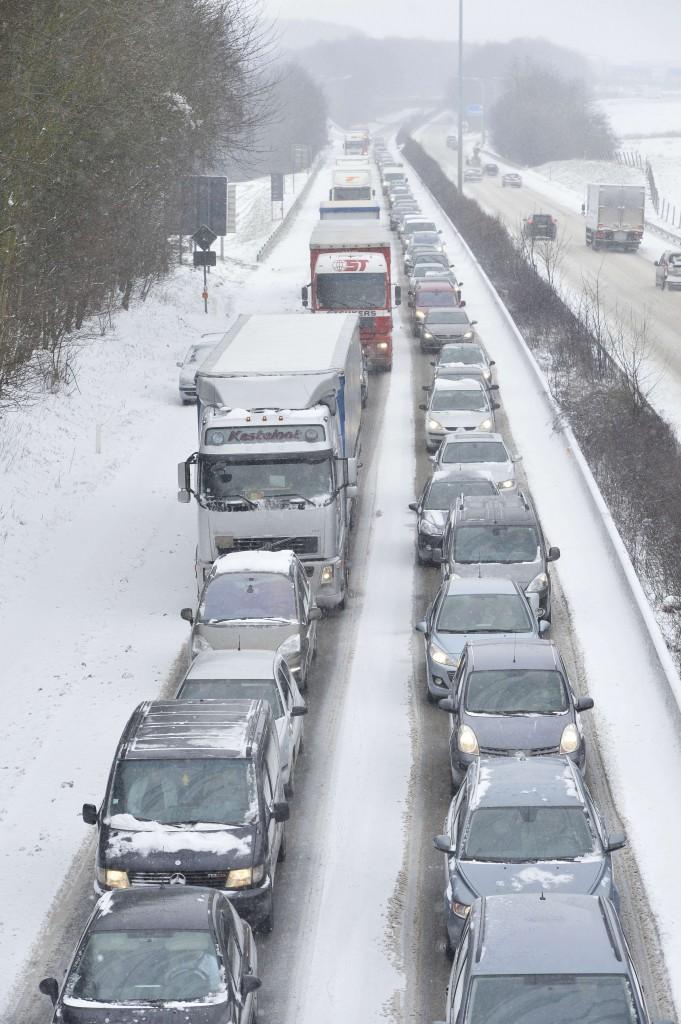 België kreeg te maken met een recordfile in de ochtend. Hier de snelweg bij Halle.