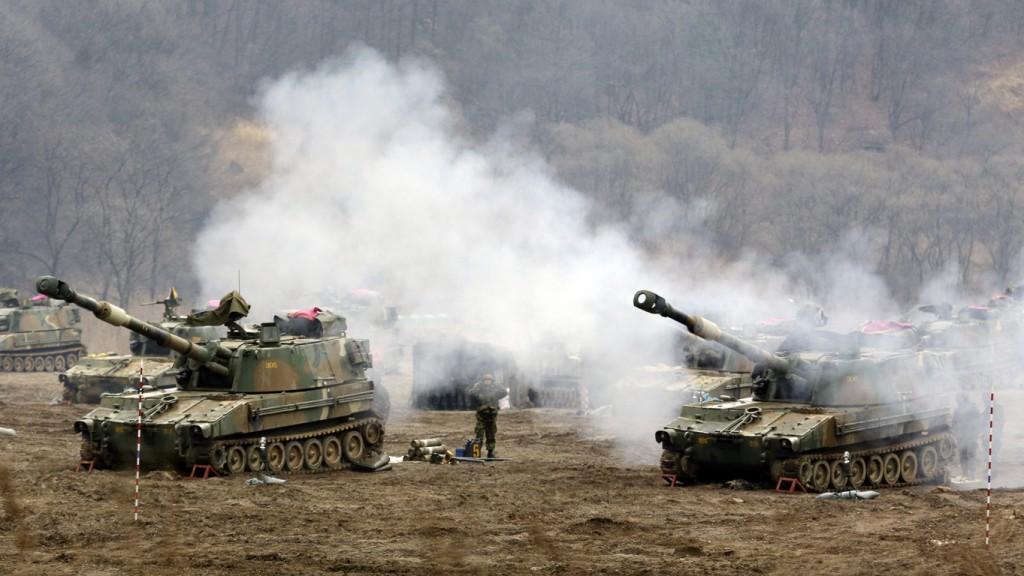 De Zuid-Koreaanse landmacht houdt een militaire oefening bij de grens met Noord-Korea.