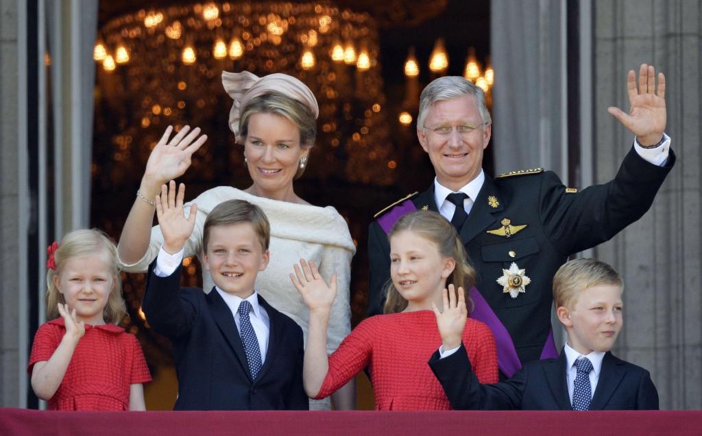 Filip en Mathilde met hun kinderen, van links naar rechts prinses Eleonore, prins Gabriel, princses Elisabeth en prins Emmanuel.