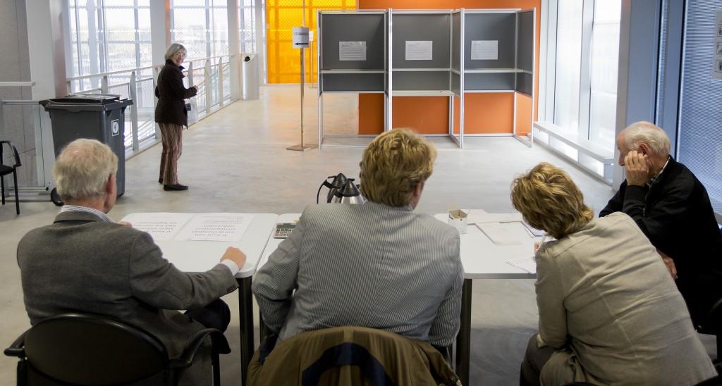 Een stemlokaal in Alphen aan de Rijn.