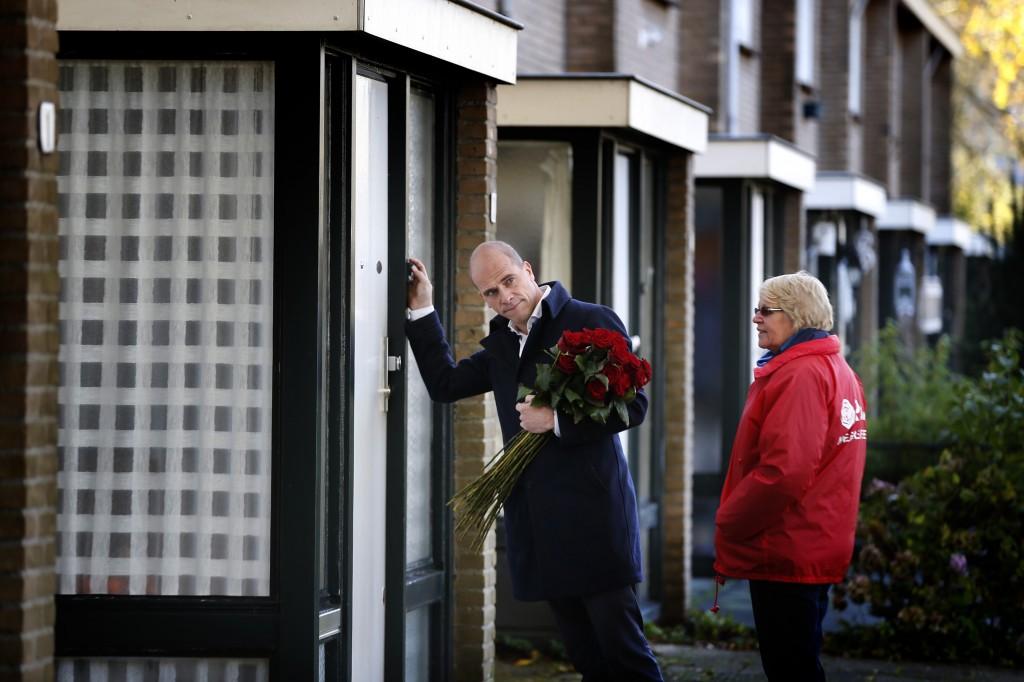 Diederik Samsom flyert in Heerenveen in verband met de herindelingsverkiezingen.
