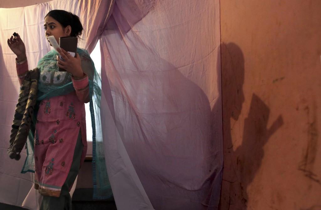 Deze vrouw heeft zojuist gestemd in Dhaka.