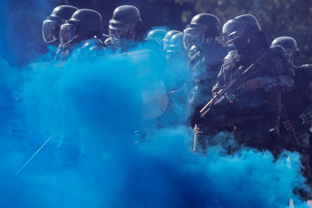 De Special Riot Police Unit (CHOQUE) tijdens een oefening in het onder controle houden van burgers.