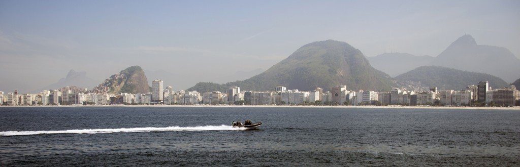 De Braziliaanse Marine tijdens een oefening op het water.