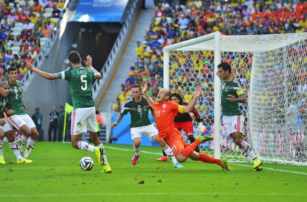 Hét moment. Na de vierde, vijfde keer vallen wel een penalty voor Robben.