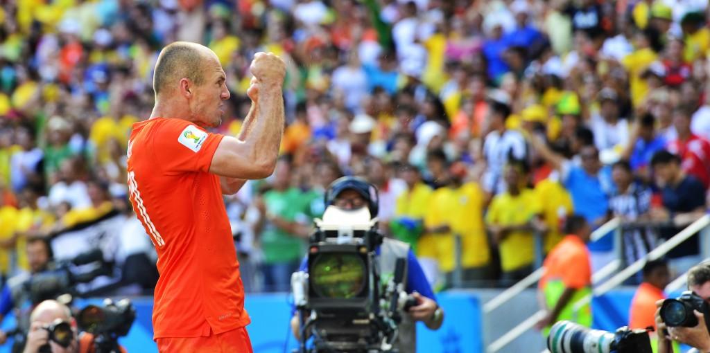 Arjen Robben balt zijn vuisten na de wedstrijd.