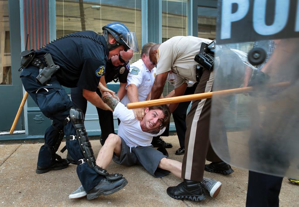 AP / St. Louis Post-Dispatch / Robert Cohen