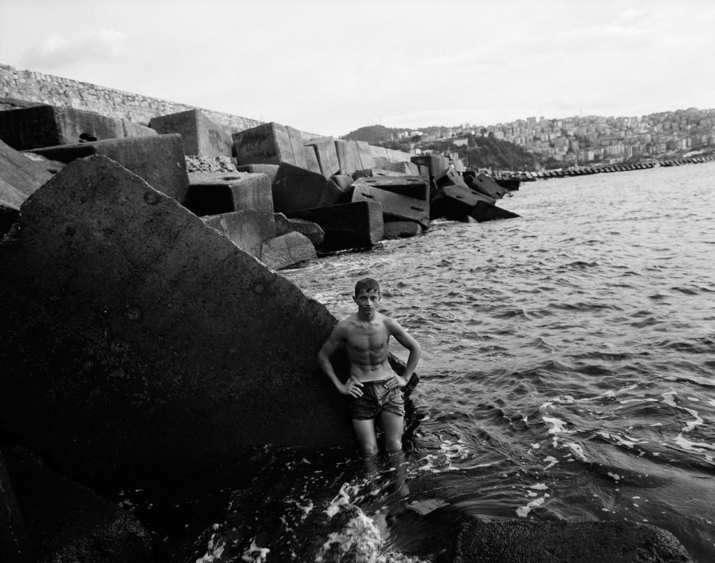 Jongen op rots, Kemals Dream, 2008.