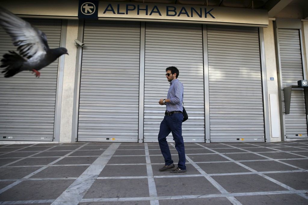 Een gesloten vestiging van een Alpha Bank in Athene.
