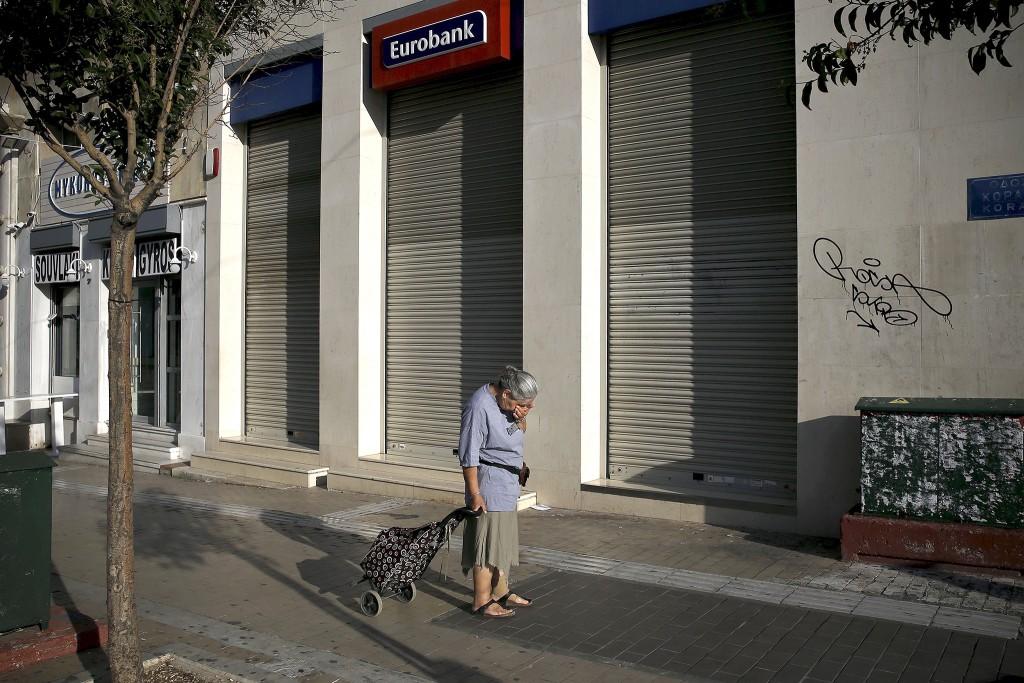 Een gesloten vestiging van een Eurobank in Athene.