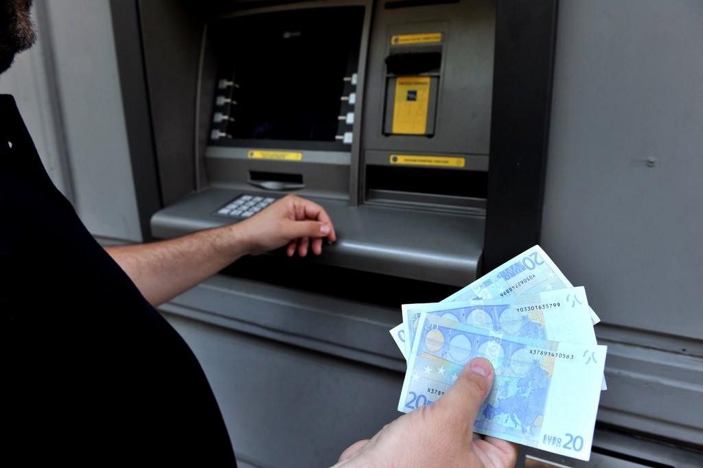 Een man pint in Thessaloniki het maximaal toegestane bedrag: 60 euro.