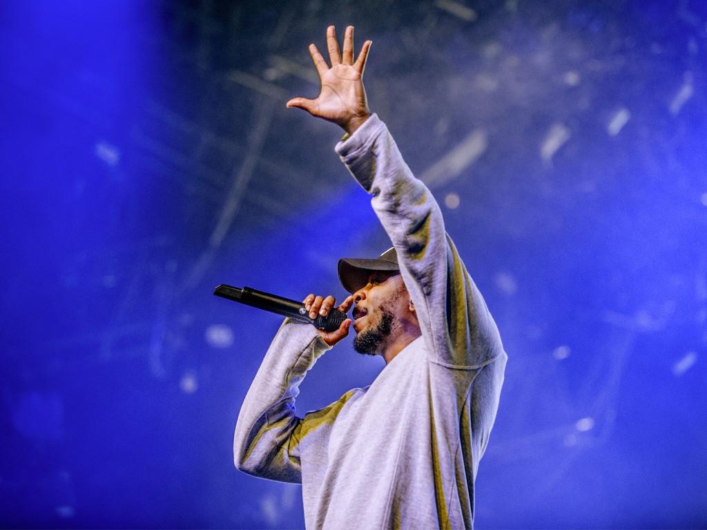 Dé rapper van dit moment Kendrick Lamar verraste dit jaar met het overweldigende album To Pimp A Butterfly dat naast muzikale diepte, inhoudelijk een vergrootglas legde op het leven als zwarte man in Amerika.