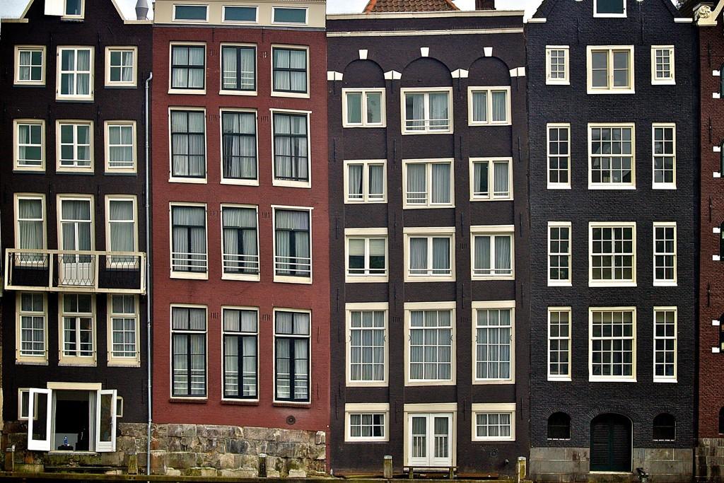 Boven de vraagprijs bieden is in Amsterdam al heel normaal