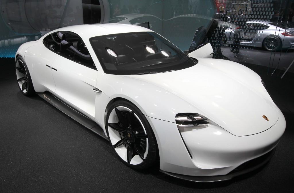 Verantwoord Scheuren Met De Elektrische Porsche Nrc Q