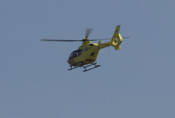 Een traumahelikopter boven Alphen. Foto Twitter / @jorisvandenberg